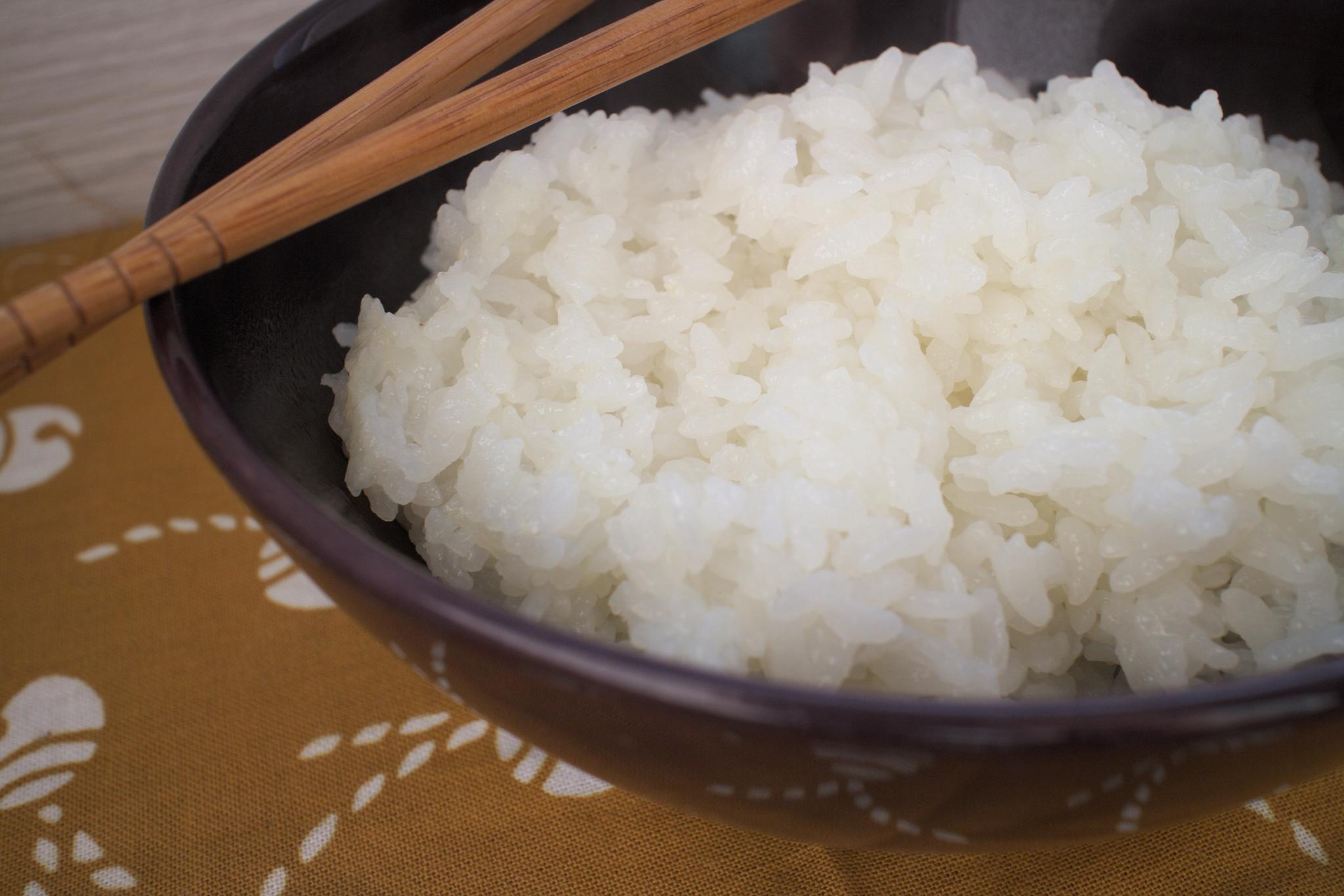 sushi reis kochen eine anleitung f r die zubereitung von japanischen reis the hangry stories. Black Bedroom Furniture Sets. Home Design Ideas