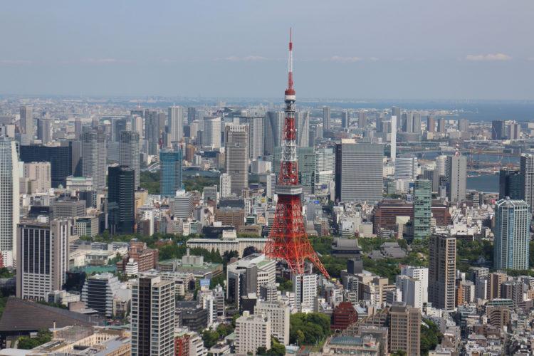 Blick vom Mori-Building auf den Tokyo Tower.