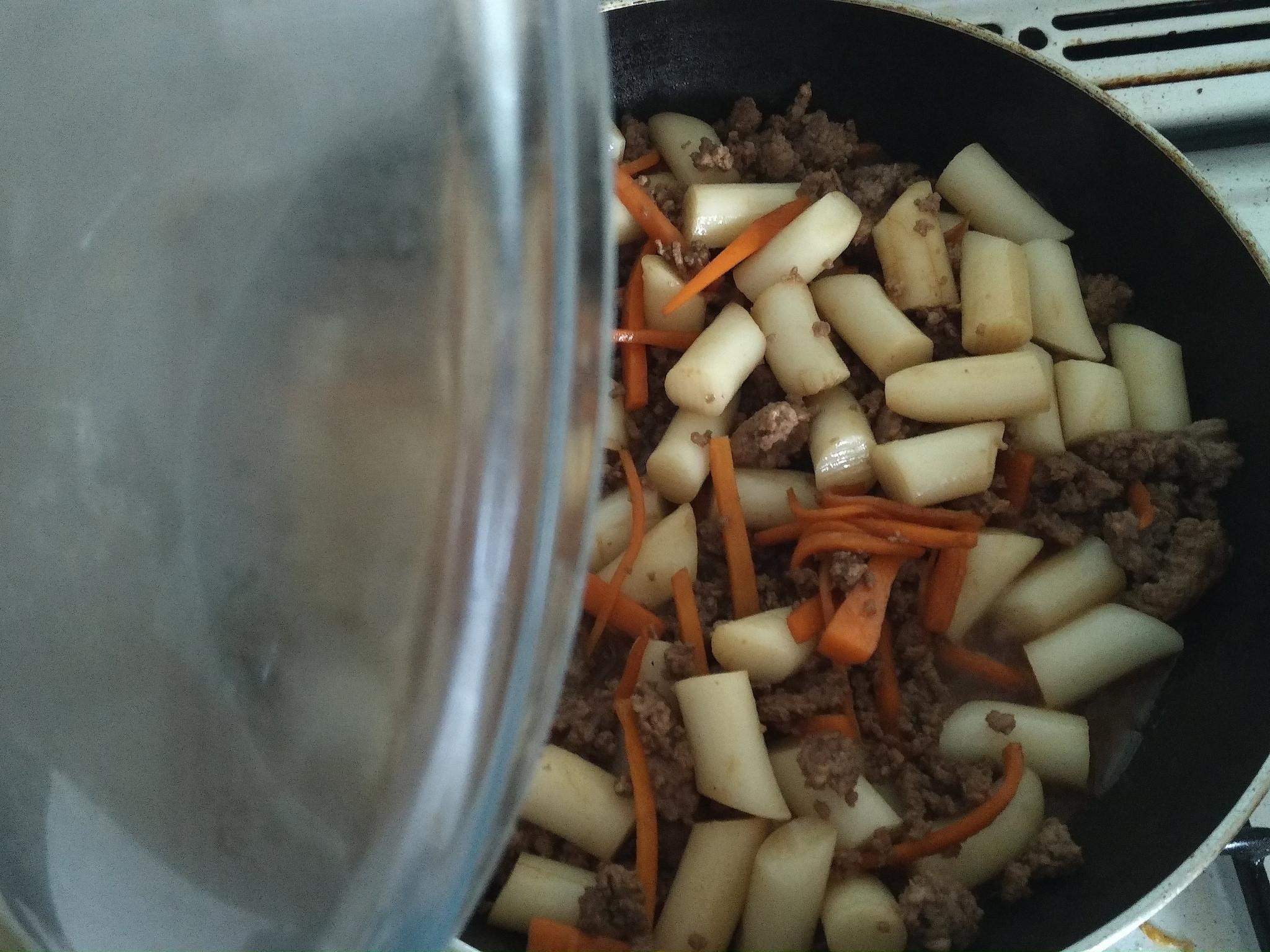 [Rezept] Yakisoba mit koreanischen Reiskuchen (Tteok)