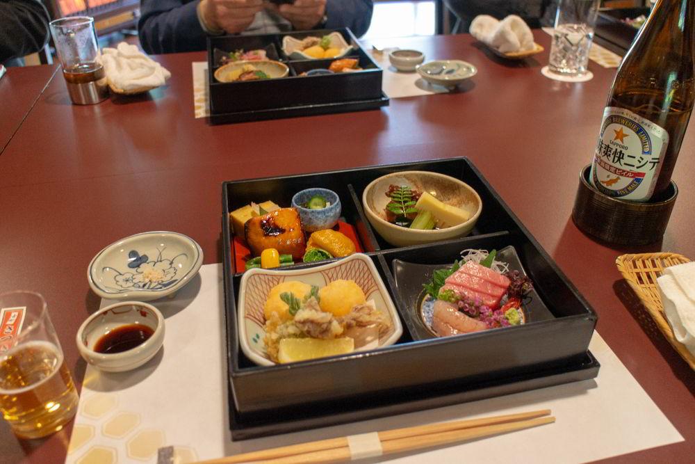 Ein traditionelles Ryotei-Menü aus der Region Niigata