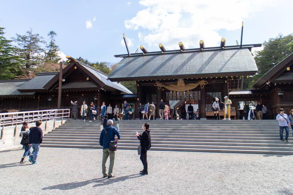 Der Hokkaido Jingu in Sapporo von seinem Haupteingang aus gesehen
