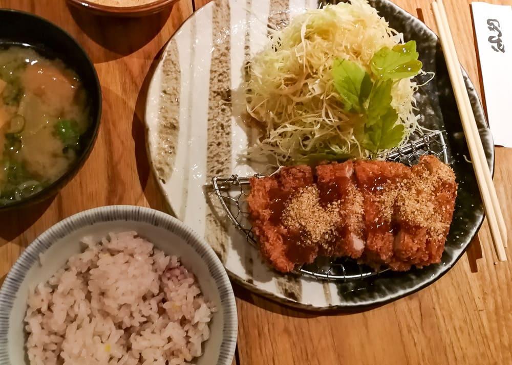 Tonkatsu Teishoku un Kyoto