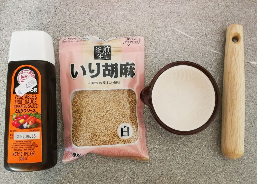 Tonkatsu Sauce und Sesam