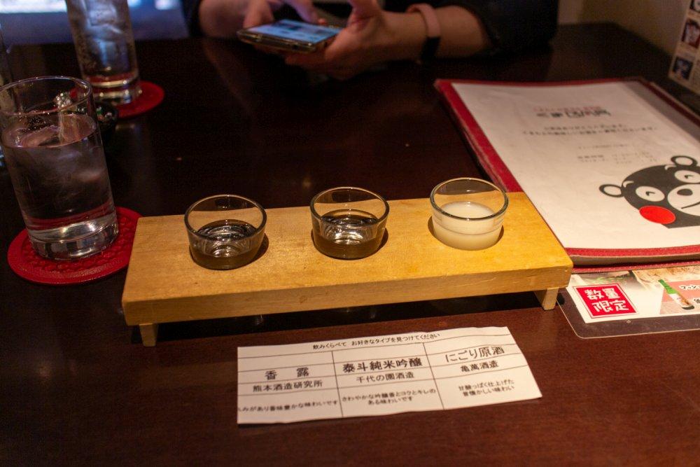 Natürlich ging es eigentlich um lokale Produkte, denn Kumamon ist dazu da, diese zu promoten. Wir haben uns eine Sake-Verkostung gegönnt.
