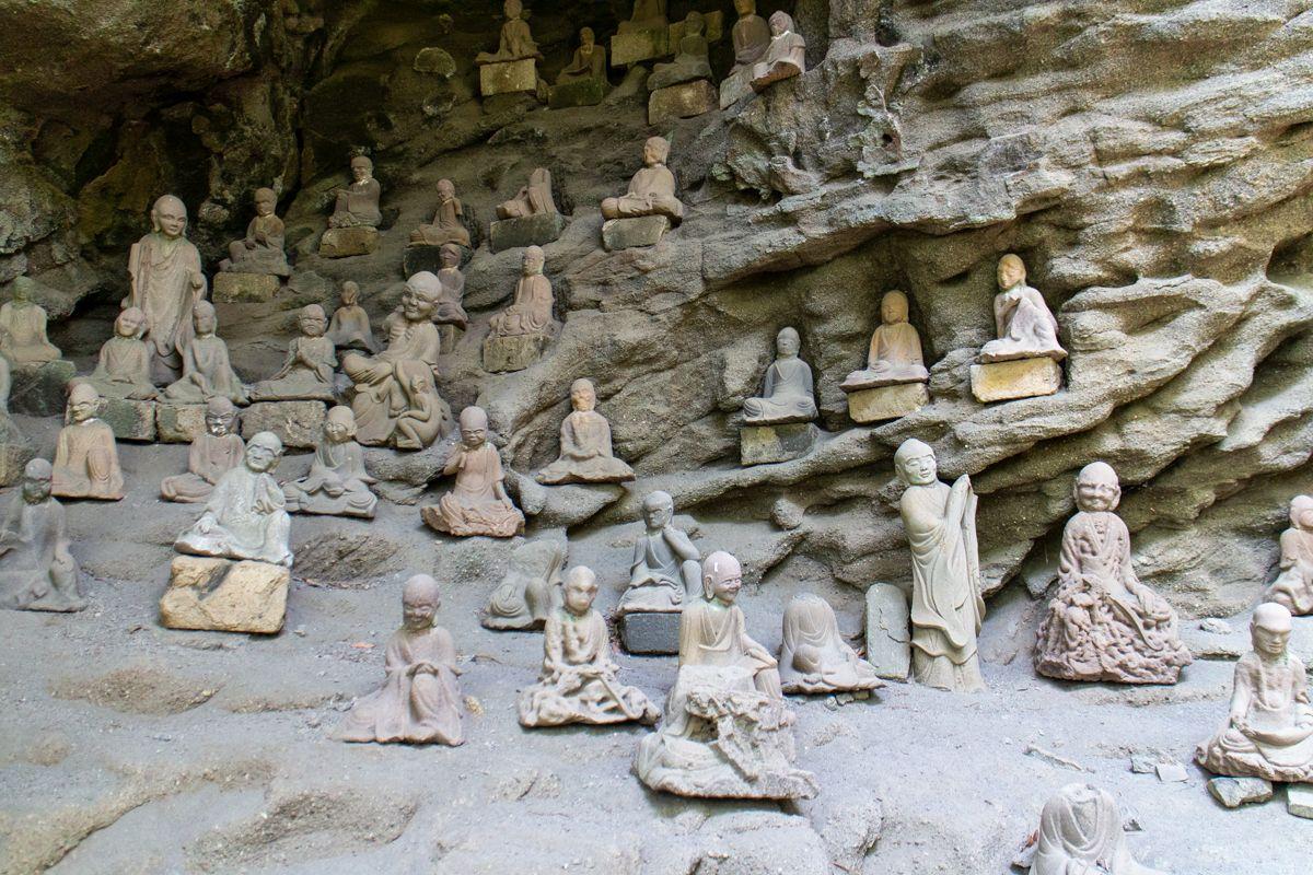 Rakan-Statuen