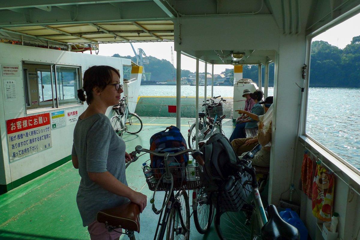 Auf der Fähre nach Mukaishima.