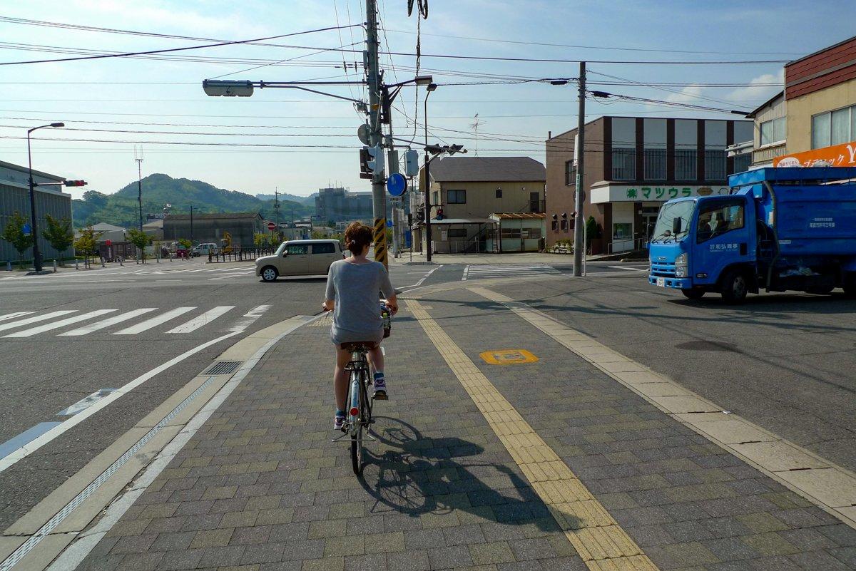 Die Räder sind ausgeliehen und auf Mukaishima geht die Tour richtig los!