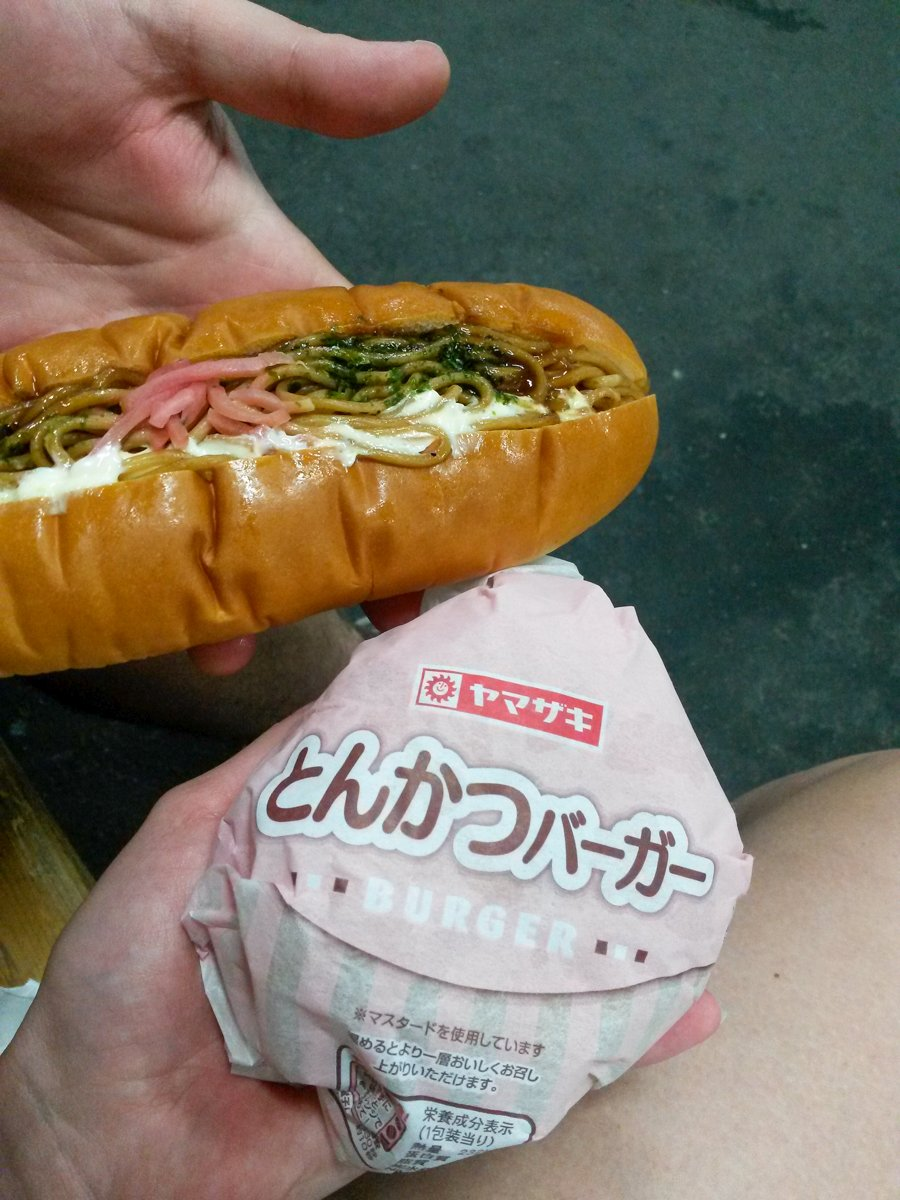 Yakisoba Pan und Tonkatsu Burger