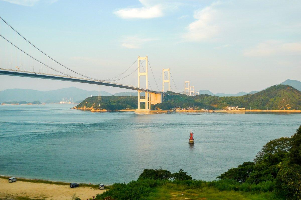 Die letzte Brücke der Tour: die 4,1 km lange Kurushima Kaikyo Brücke.