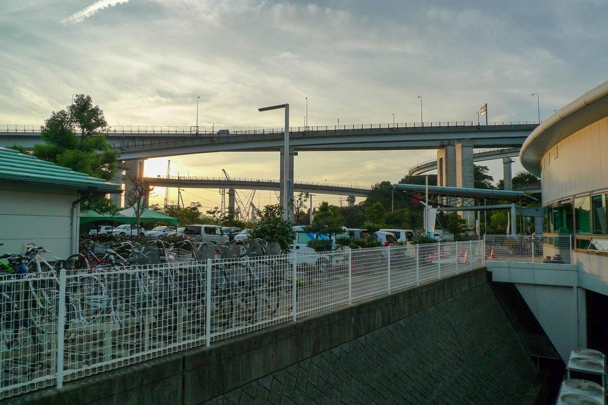 Die meisten Auffahrten schlängeln sich die Brücken hoch.