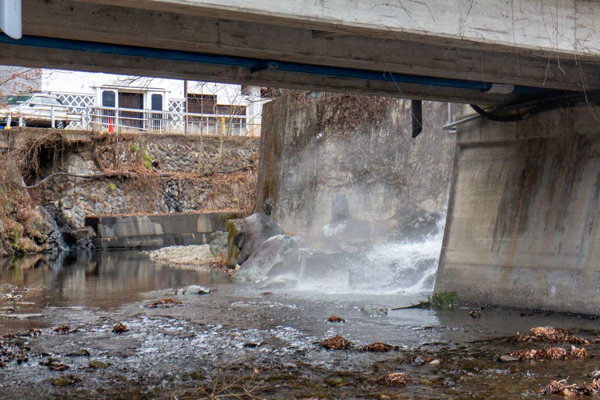 Onsenwasser im Fluss