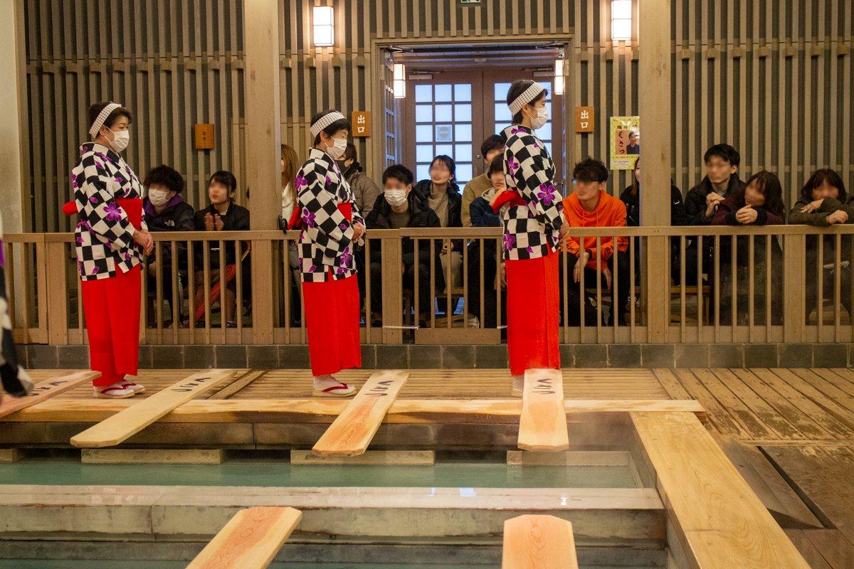 In Kusatsu trugen die Auftretenden und auch viele Zuschauer im März 2020 Maske.