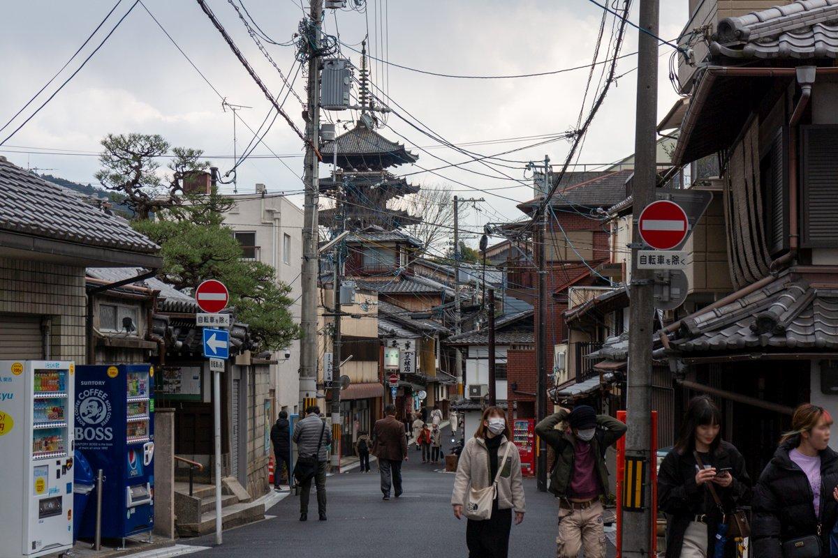 Kyōto 2020 - Im März waren wir noch einmal in der Stadt. Vor allem an belebten Touristenorten trug ein Großteil der Menschen in Japan Maske.