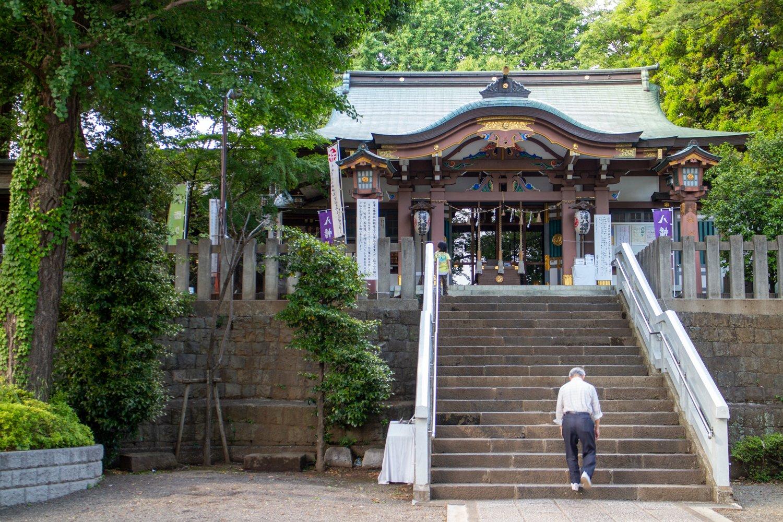 Der Schrein gehört zu den ältesten Orten in Shimokita und richtet auch das Tengu-Matsuri aus.