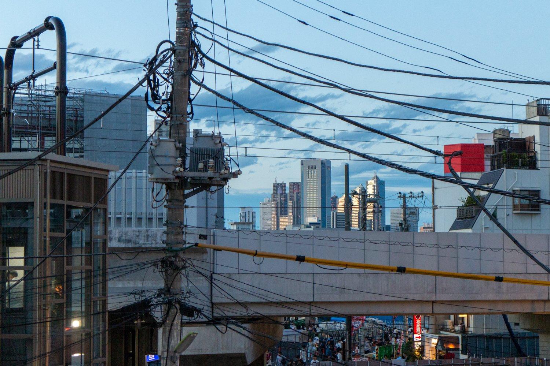 Shinjuku ist von vielen Orten in Shimoktiazawa aus zu sehen.