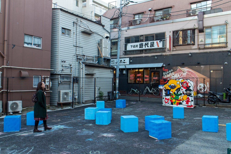 Außer diesen Boxen gibt es im gesamten Viertel fast nichts.