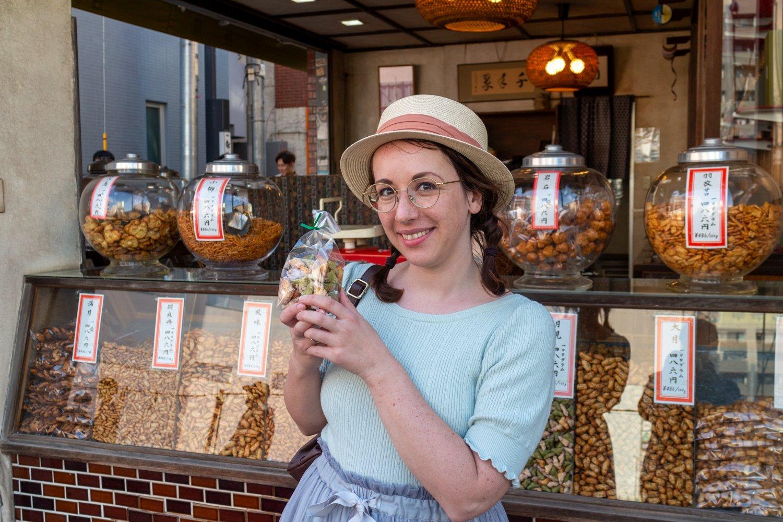 Unser Lieblingsladen in Tokyo, safe! Geht hin, und kauft die Senbei mit Zucker!