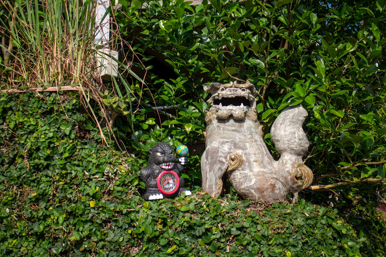 Shisa kommen als Schutzgeister eigentlich immer zu zweit. Hier springt Godzilla ein.